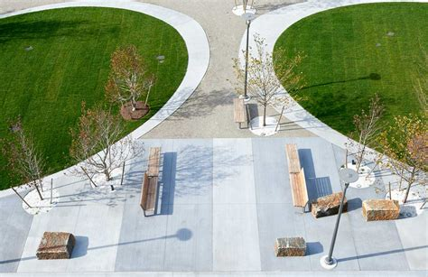 public plaza and coorporate roof garden landscape