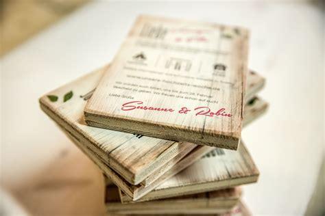 Hochzeitseinladung Auf Holz druck auf holz hochzeitseinladungen aus holz