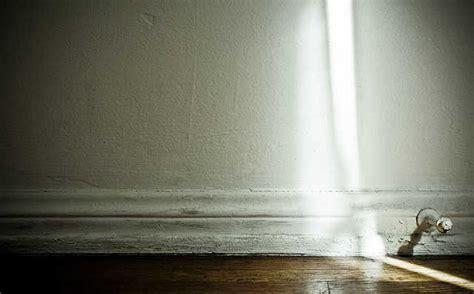 Tips For Handling Hardwood Floor Cracks   Vacuum Companion