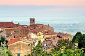Farmhouse Apartments Holiday Home In Tuscany Ideally Located To Visit Cortona