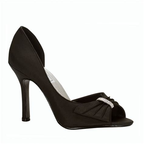 black bridesmaid shoes the significance of bridesmaid shoes sang maestro