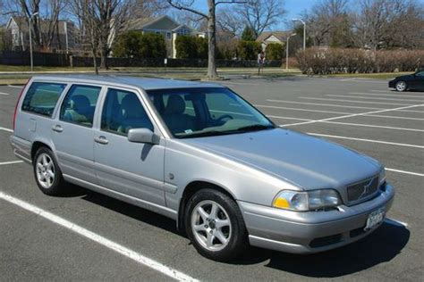 buy   volvo  base wagon  door    row  white plains  york united states