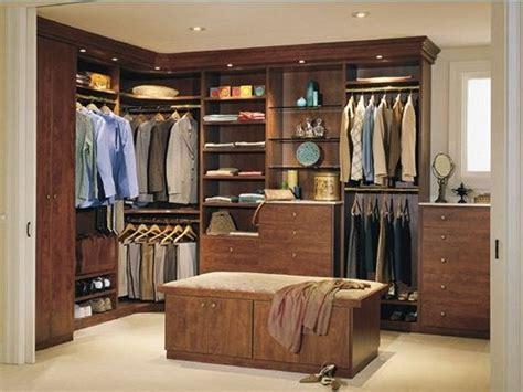 baño con vestidor y closet hachup dise 241 o de interiores
