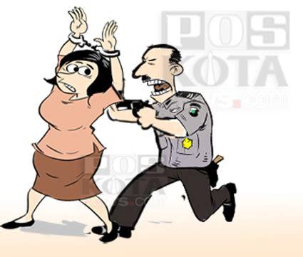 Tas Wanita1 wanita penguntil di mall dibekuk satpam aspri