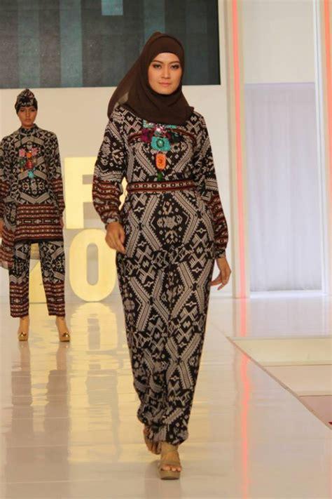 Baju Muslim Itang Yunasz Kamilaa cantiknya busana kamilaa itang yunasz foto 2 co id