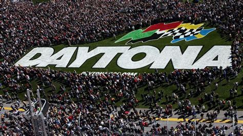 Attendance Daytona 500 by How Many Attend The Daytona 500 Reference