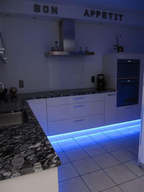 eclairage led bleu cuisine photo  eclairage led