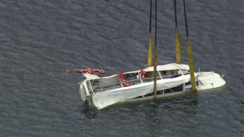philadelphia duck boat ride the ducks suspends operations in philadelphia 6abc