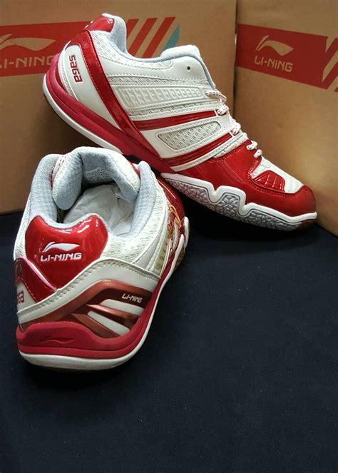 Sepatu Badminton Lining Saga jual sepatu badminton lining saga matrix ayt j065 yuna