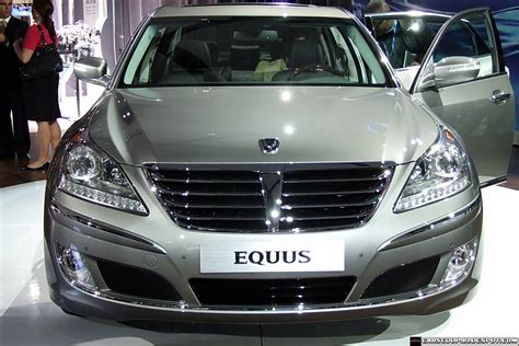 old car manuals online 2011 hyundai equus head up display north american 2011 hyundai equus debuts in new york takes on lexus ls and mercedes s class