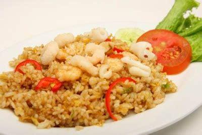 membuat nasi goreng bumbu iris resep cara untuk membuat nasi goreng seafood berbagai