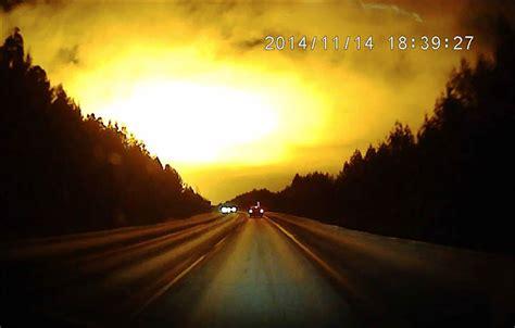 explosion  flash lumineux dans le ciel russe pour