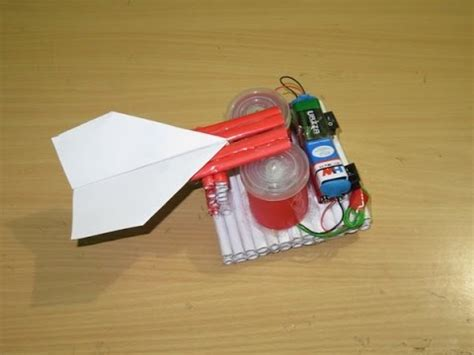 How To Make A Paper Spaceship That Flies - how to make a simple paper rocket launcher easy paper