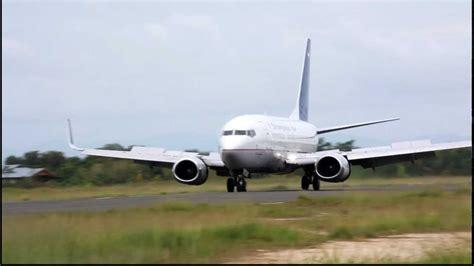 batik air sorong sriwijaya air landing and batavia air pk yuz takeoff at
