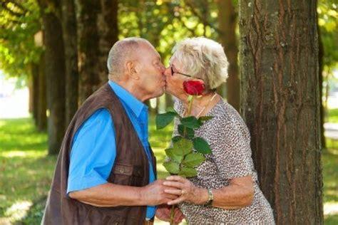 imagenes con frases de amor de viejitos ancianos que muestran que el amor eterno si existe