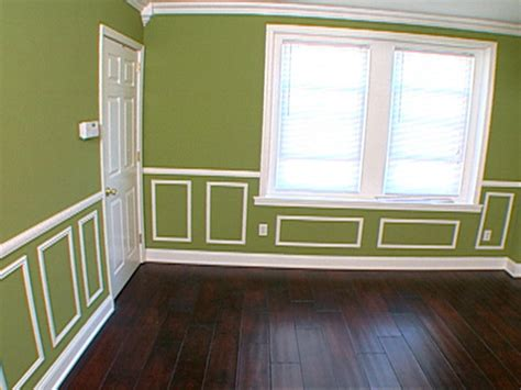 Dining Room Paint Ideas With Chair Rail by How To Cutting And Hanging Decorative Molding Hgtv