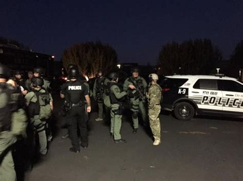 Solano County Warrant Search Swat Deployed In Nearby Fairfield For Barricaded Suspect From Contra Costa Co