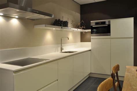 Art Design Keukens | wit keuken greeploos