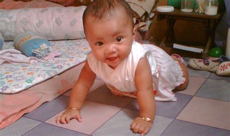 Gendong Bayi 8 Bulan tips menggendong bayi 0 4 bulan