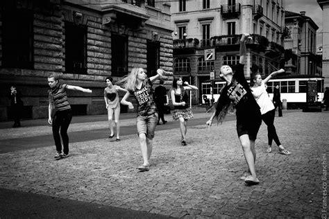 testo balliamo sul mondo balliamo sul mondo spettakolo it