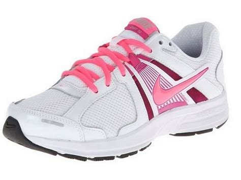 how do see run shoes fit s nike sneakers size 8 w wide width light weight