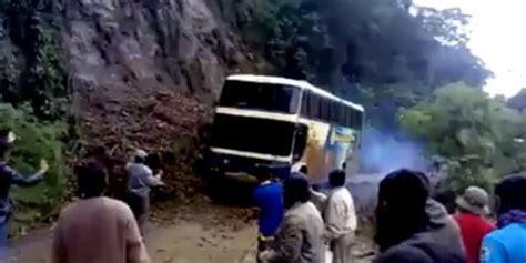 detik vemale video mengerikan detik detik bus terperosok ke jurang