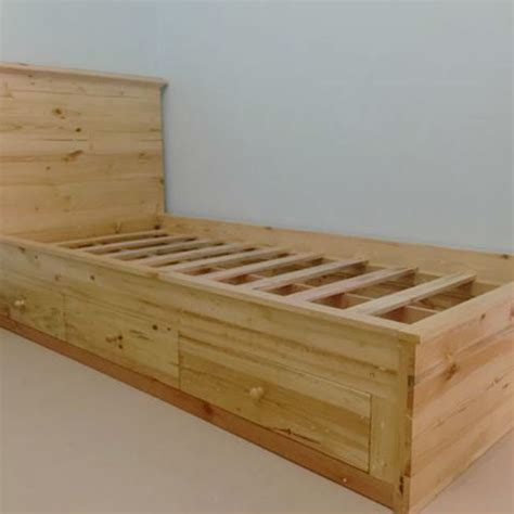 Tempat Tidur Kayu Bekas ide kreatif kerajinan dari limbah kayu palet jati belanda