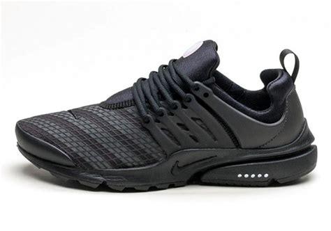 Nike Air Presto Low All Black Sneakers nike air presto low utility black reflective stripes