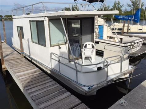 2003 catamaran cruisers lil hobo lil hobo houseboat pictures to pin on pinterest thepinsta