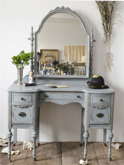 Vintage Vanity Table 25 Best Ideas About Painted Makeup Vanity On Vanity Table Organization Diy Makeup