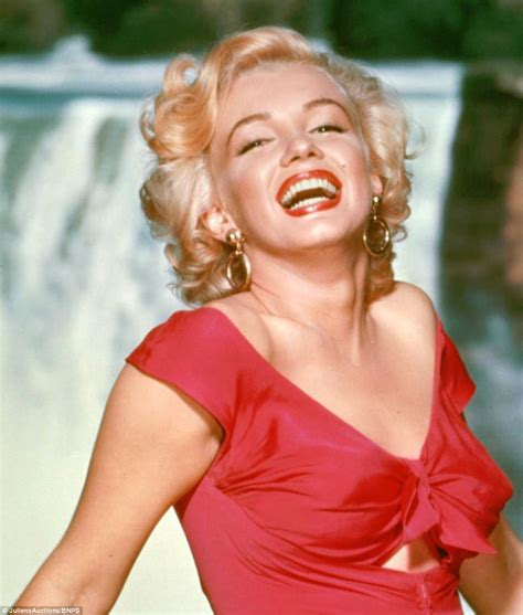 monroe s marilyn monroe photos go up for auction daily mail online