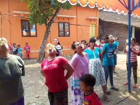 Ibu Hamil Ziarah Ke Kuburan Lucu Banget Ibu Hamil Makan Krupuk Hut Ri Ke 72 Youtube