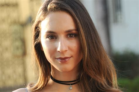 what actress in the 70s started the shag haircut troian bellisario has a chic straight 70s style shag