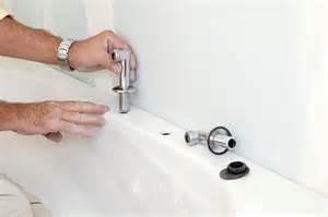 salle de bains en teck pose de la baignoire bricolage