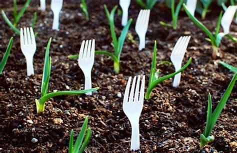 Water Garden Fork by 17 Clever Vegetable Garden Hacks