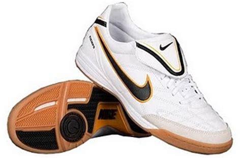 Sepatu Sepak Bola Merk sepatu sepak bola dan futsal
