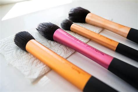 7 Makeup Tools You Must To Do Your Makeup Like A Pro by 3 Makeup Brushes You Must How Nigeria News