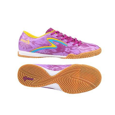 Sepatu Merk Italy futsal and soccer pilih sepatu kw atau merk lokal tapi