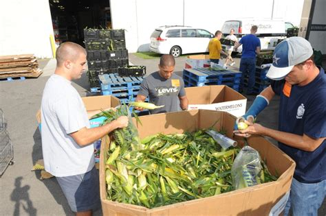 Howell Food Pantry by Dvids Images Cnrma Sailors Give Back To The Community