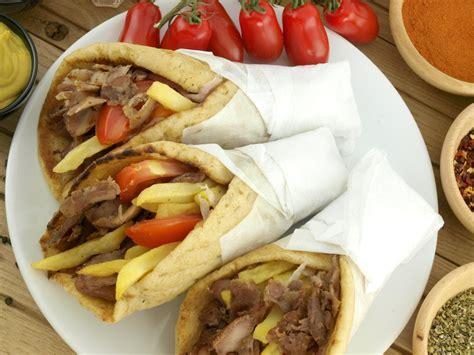 cucina greca pita souvlaki me pita l idea per preparare e cucinare la