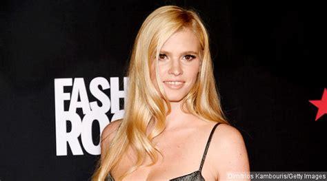 Kaos Kesha Kesha 19 pose bareng justin bieber lara terima ancaman