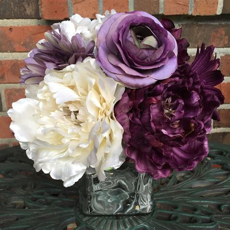 Center Wedding Flowers by Purple Centerpiece Purple And Ivory Purple And Silver