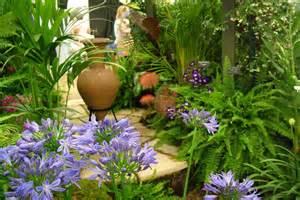 Tropical Garden Flowers 14 Cold Hardy Tropical Plants To Create A Tropical Garden In Cold Climate Balcony Garden Web