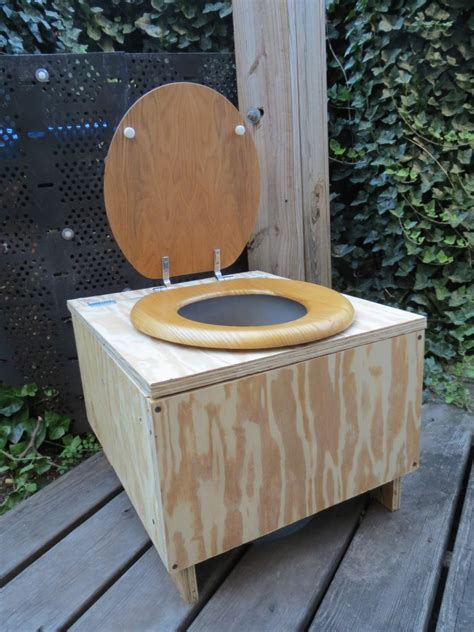 Composting Toilet Waste by Creating Effective And Practical Composting Toilets 101