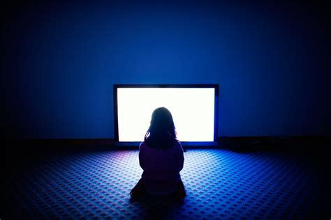 does blue light damage eyes is sitting too close to the tv really bad for your eyes