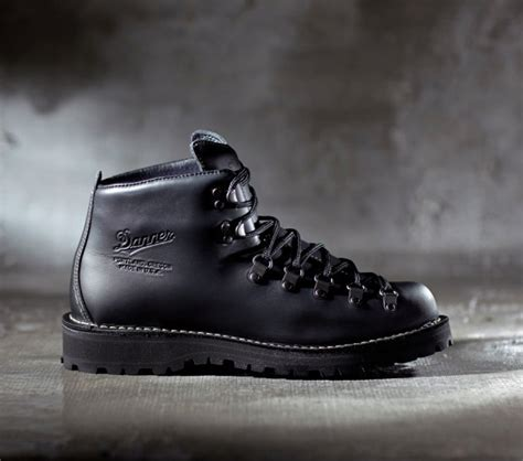 the bond boot danner mountain light ii crnchy