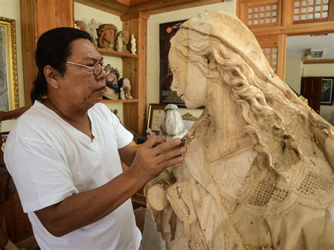 Betis sculptor putting finishing touches on Catholic icons