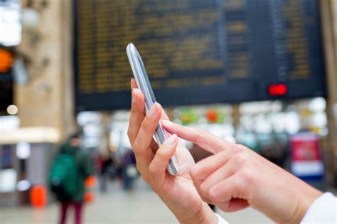 smartphones and travel international 6 useful smartphone travel tips the online mom