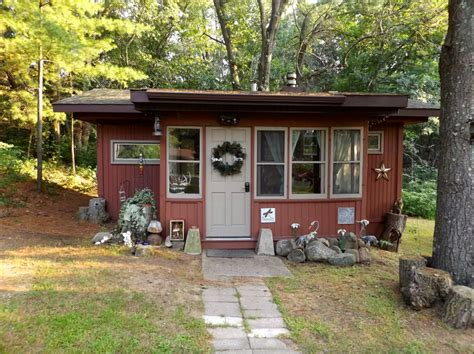 tiny house rentals wisconsin tiny houses in wisconsin peek inside this charming cabin