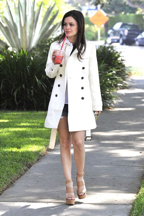 Buy This Look Bilsons Capelet by Bilson Looks In Banana Republic Ivory Trench